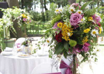 Свадьба, оформление столов цветами